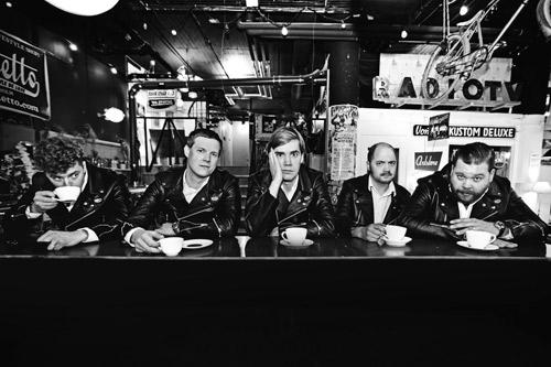 The Hives: dopo il successo a Rock In IdRho, il quintetto svedese torna in Italia per un'unica data