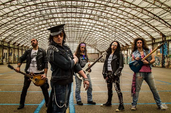 I 17Crash firmano con la Demon Doll Records