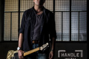"Dale Sanders presenta l'album di debutto ""Handle With Care"""